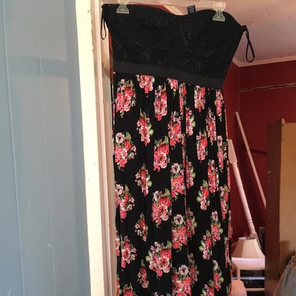 Rue21 Dresses & Skirts - Flowery dress